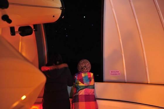 星を見ている友達